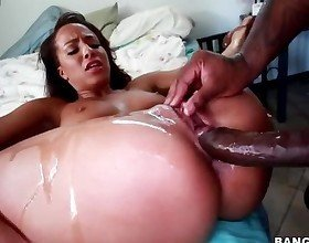 Teanna Trump spreads her legs and