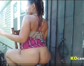 Ebony outside videochat
